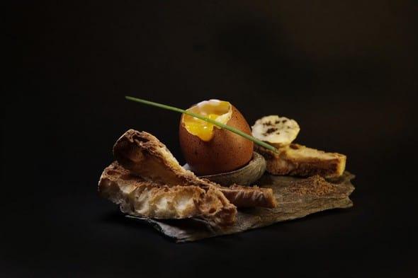 oeuf coque et mouillettes au poivre sauvage de Madagascar. Copyright ©Jérôme Laurent