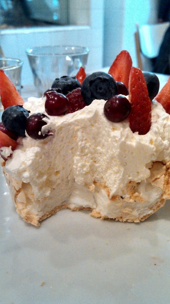 pavlova-dessert-coutume-cafe