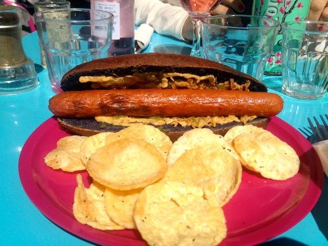 hot-dog-paris-le-village-epicerie-fine