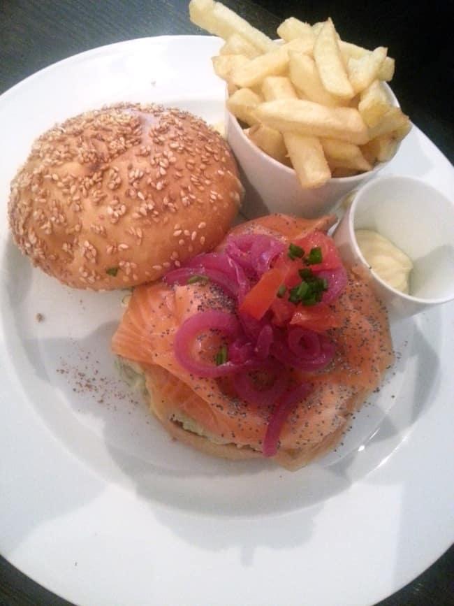 casa-milano-restaurant-italien-rue-grenelle-burrger-saumon