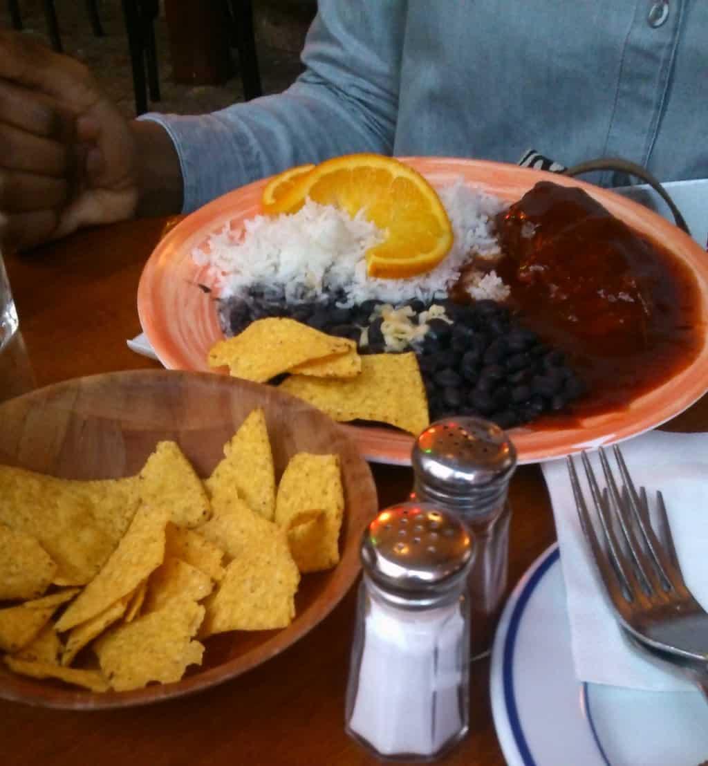 Photo du Pollo con Chipotle, plat servi au restaurant mexicain La Perla Bar, dans le Marais