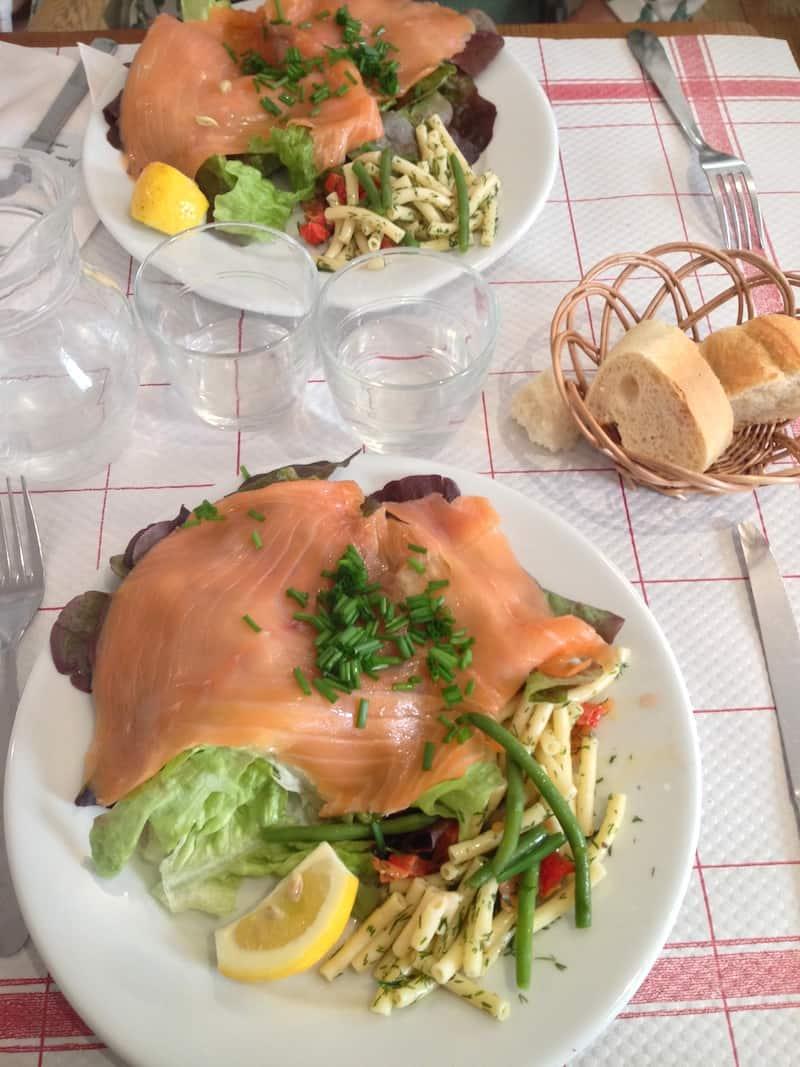 mamie-gateaux-resto-salade-saumon
