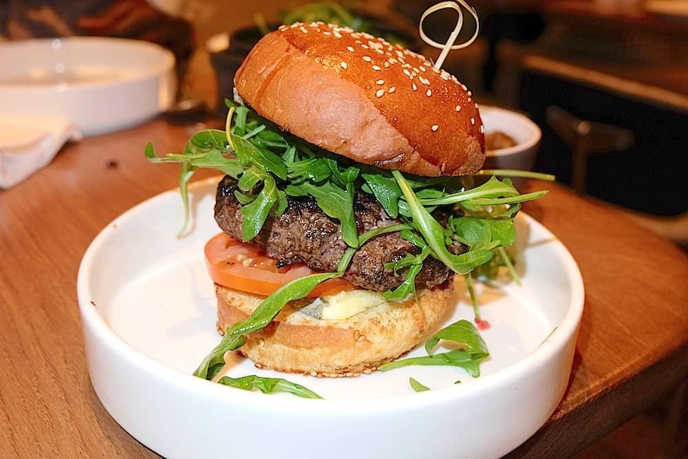 leda-brunch-restaurant-burger