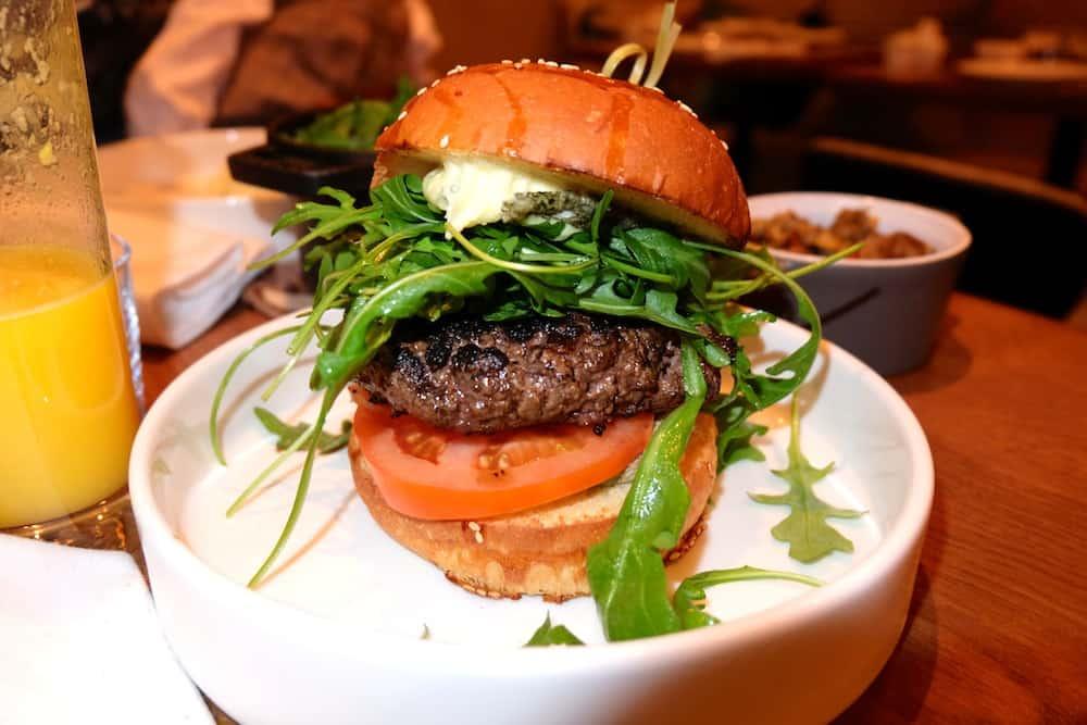 resto-leda-brunch-restaurant-burger