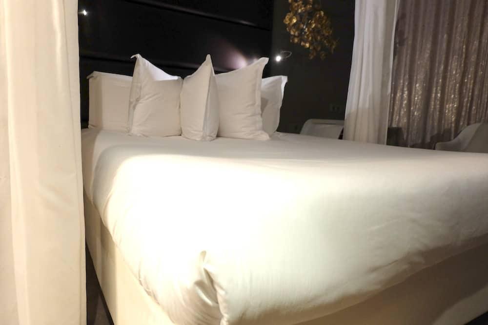 hotel-legend-montparnasse-rue-de-rennes-paris