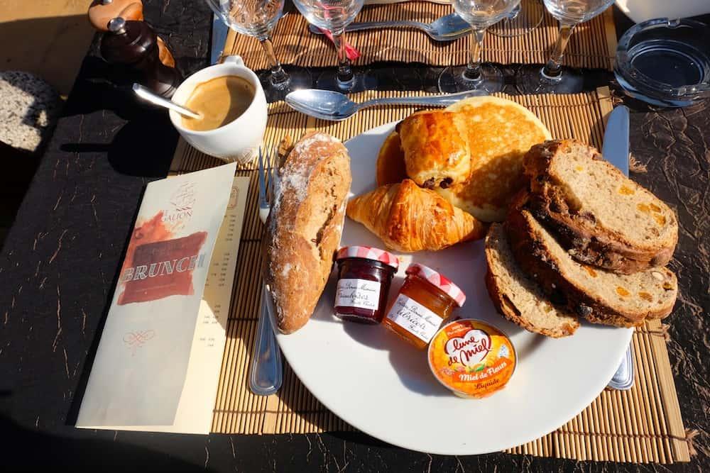 le-galion-paris-16-peniche-brunch