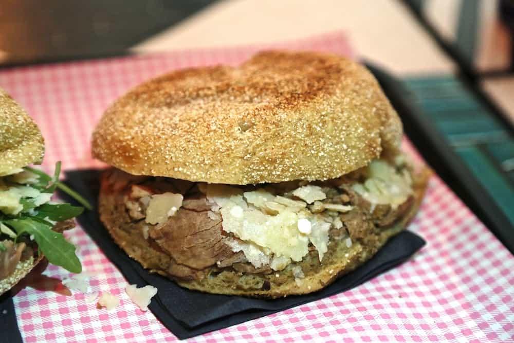 l-improbable-rue-guillemites-paris-4-food-truck-bien-fait-pistolets-belges-restaurant
