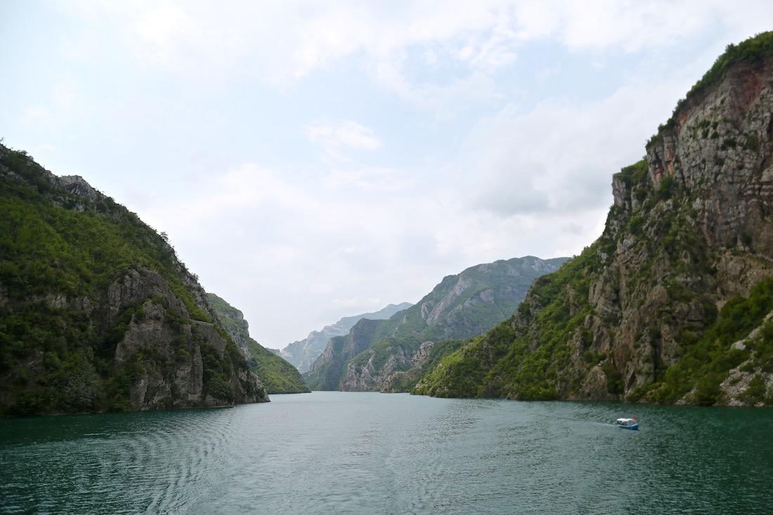 komani-lac-koman-albania-visiter