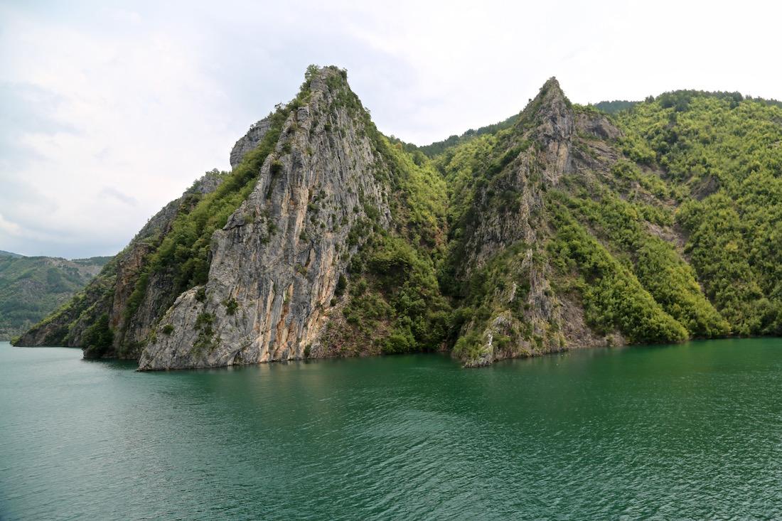 komani-lake-albania-mont