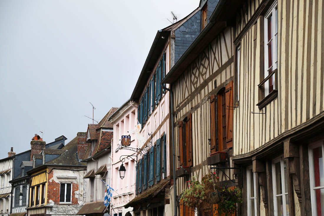 lyons-la-foret-village-week-end-moins-de-2h-paris-france