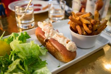 lobster-roll-restaurant-lobster-bar-paris-1er