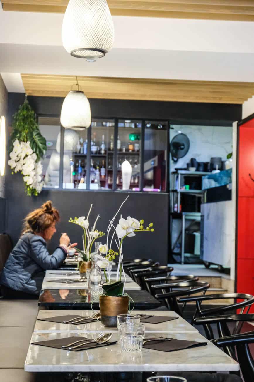 Brasserie tha un bout de tha lande en haut de la butte for Restaurant miroir paris 18