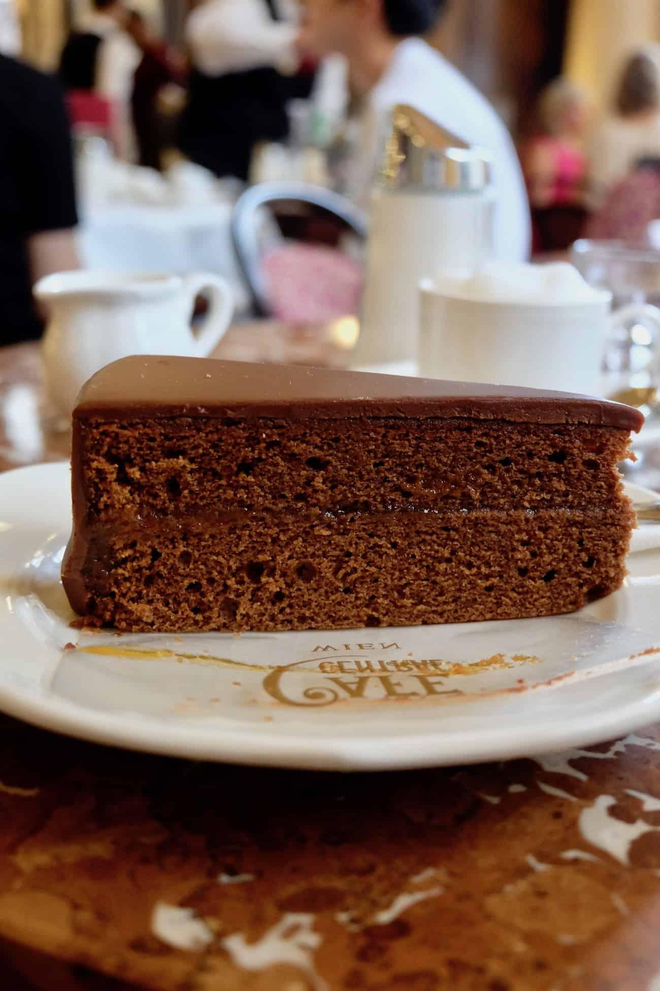 city-guide-vienna-chocolat-sacher-torte