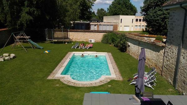 H tels avec piscine moins d 39 une heure de paris et moins for Piscine parisienne