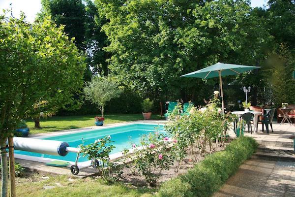 chambre-hotes-piscine-chauffee-paris