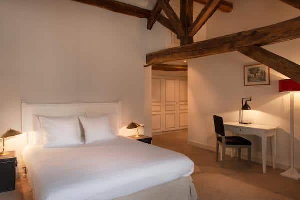 hotel-loiret-proche-paris-piscine-moins-100-euros