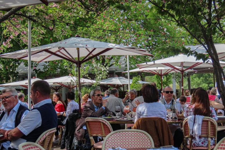 L'Île, restaurant terrasse au coeur de l'Ile Saint-Germain, à Issy-les-Moulineaux