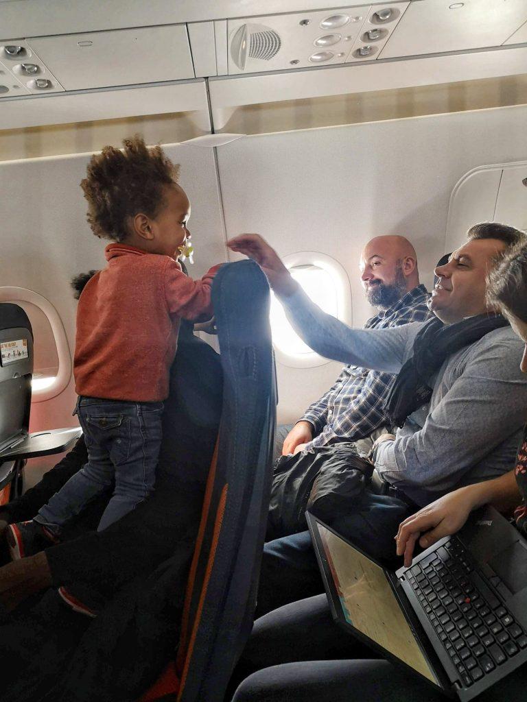 avion-avec-des-enfants-activites