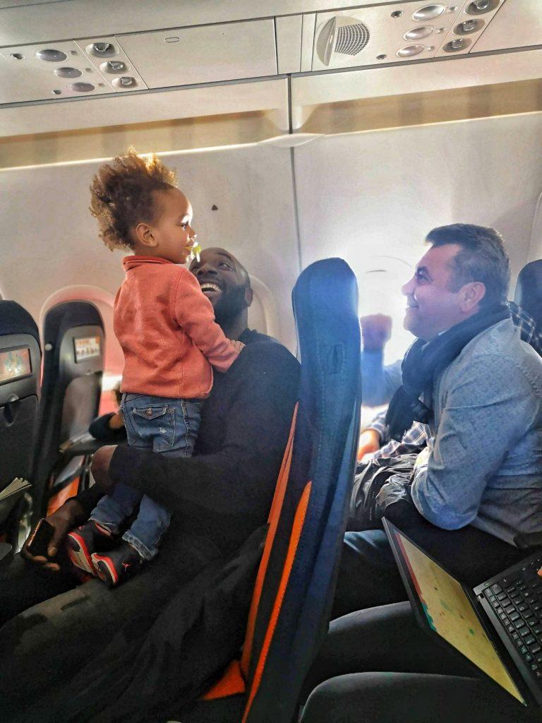 avion-avec-enfants-activites