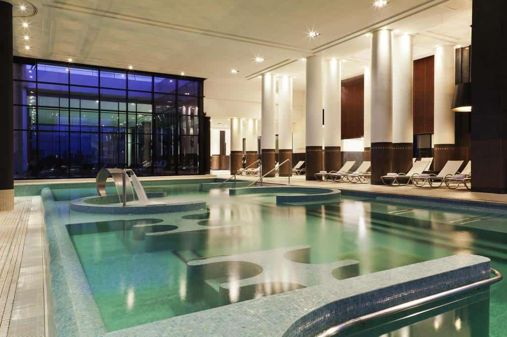 hotel-piscine-couverte-1h-paris