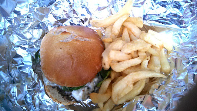 burger-and-fries-marche-des-enfants-rouges-rue-bretgne