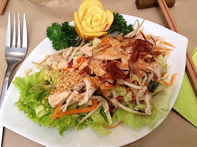 salade-de-poulet-vietnamien-restaurant-le-pousse-pousse