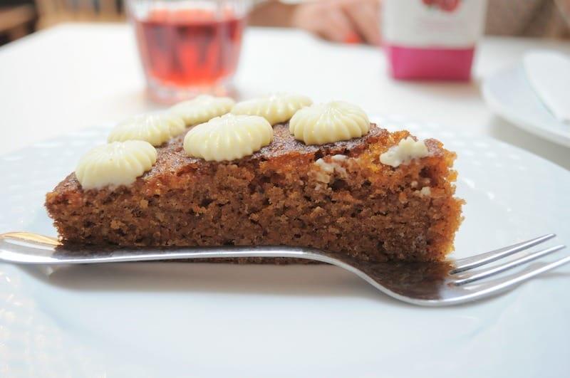 carrot-cake-mombini-cafe-bebe