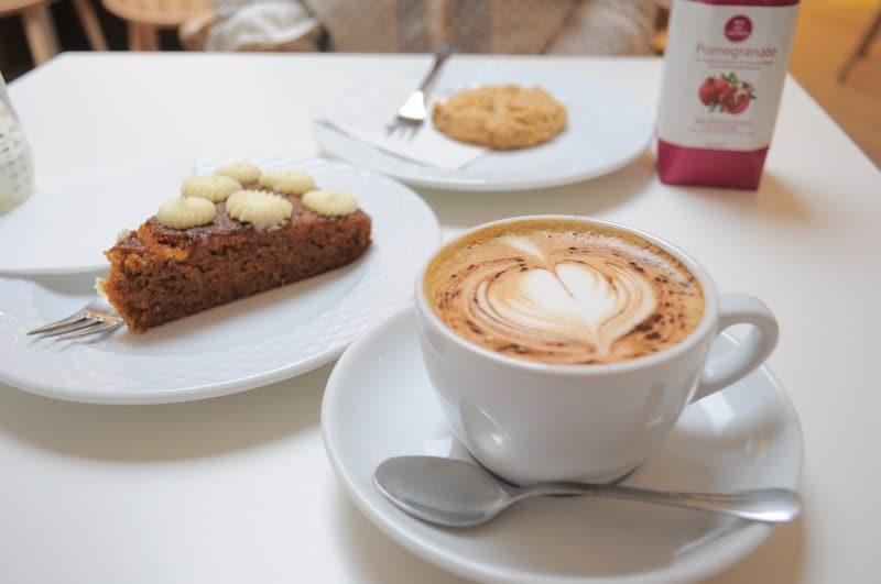 mombini-coffee-shop