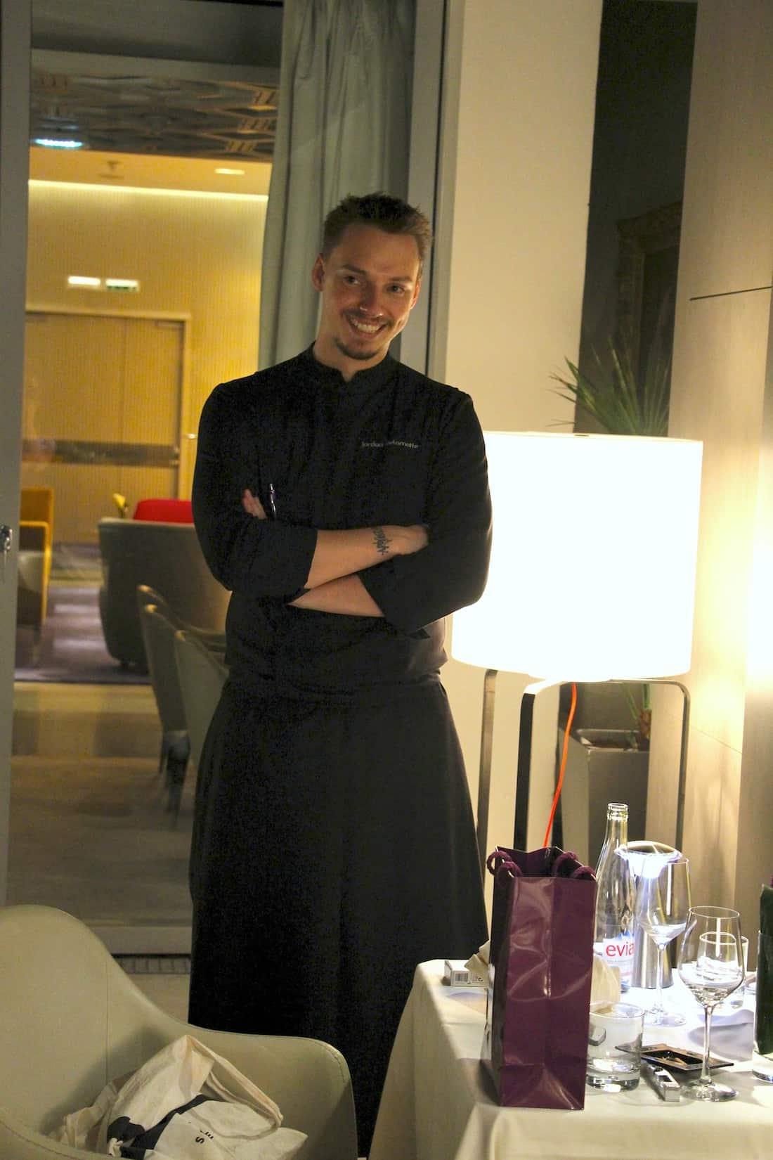 hotel-de-sers-patio-chef-jordan-delamotte