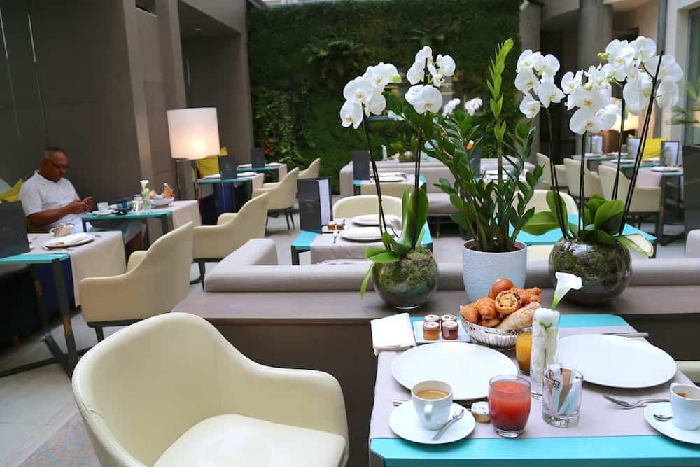 hotel-de-sers-chambre-patio-restaurant