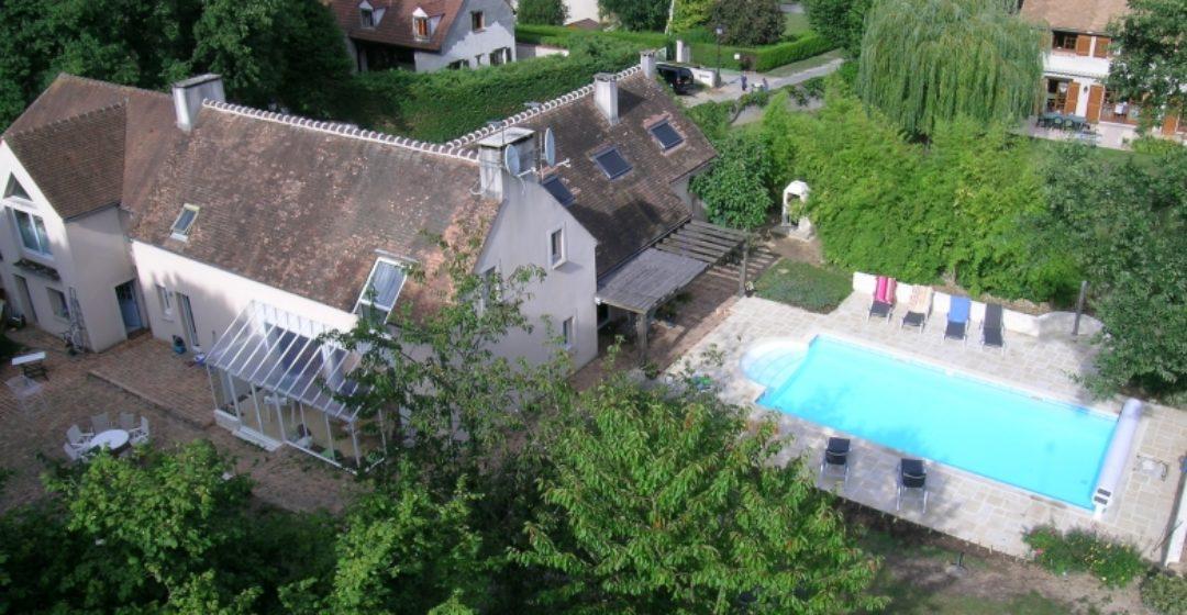 Hôtels avec piscine à moins d'une heure de Paris et moins de 100€