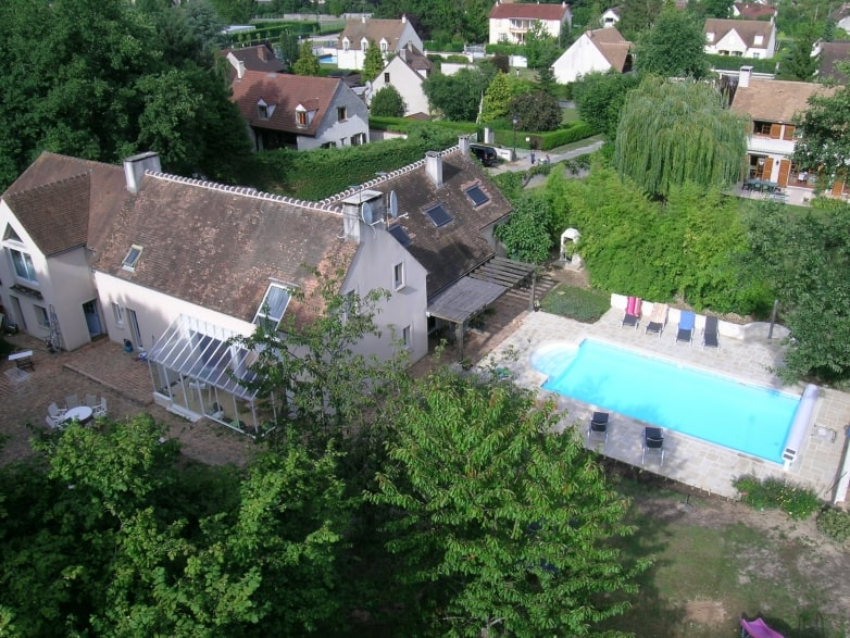 chambre-hotes-proche-paris-avec-piscine