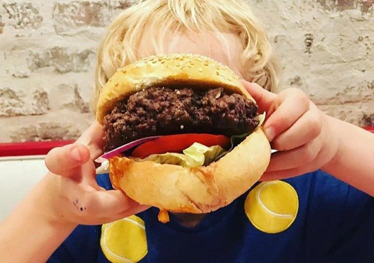 schwarts-deli-restaurant-enfant-paris
