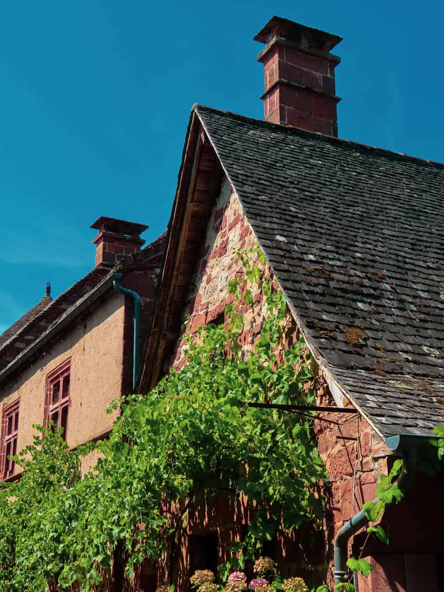 collonges-la-rouge-correze-plus-beau-village-de-france-7