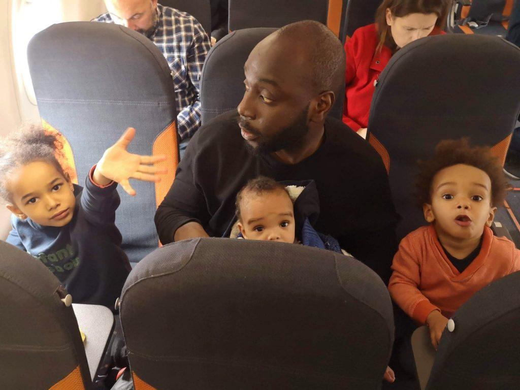avion-avec-des-enfant-activites