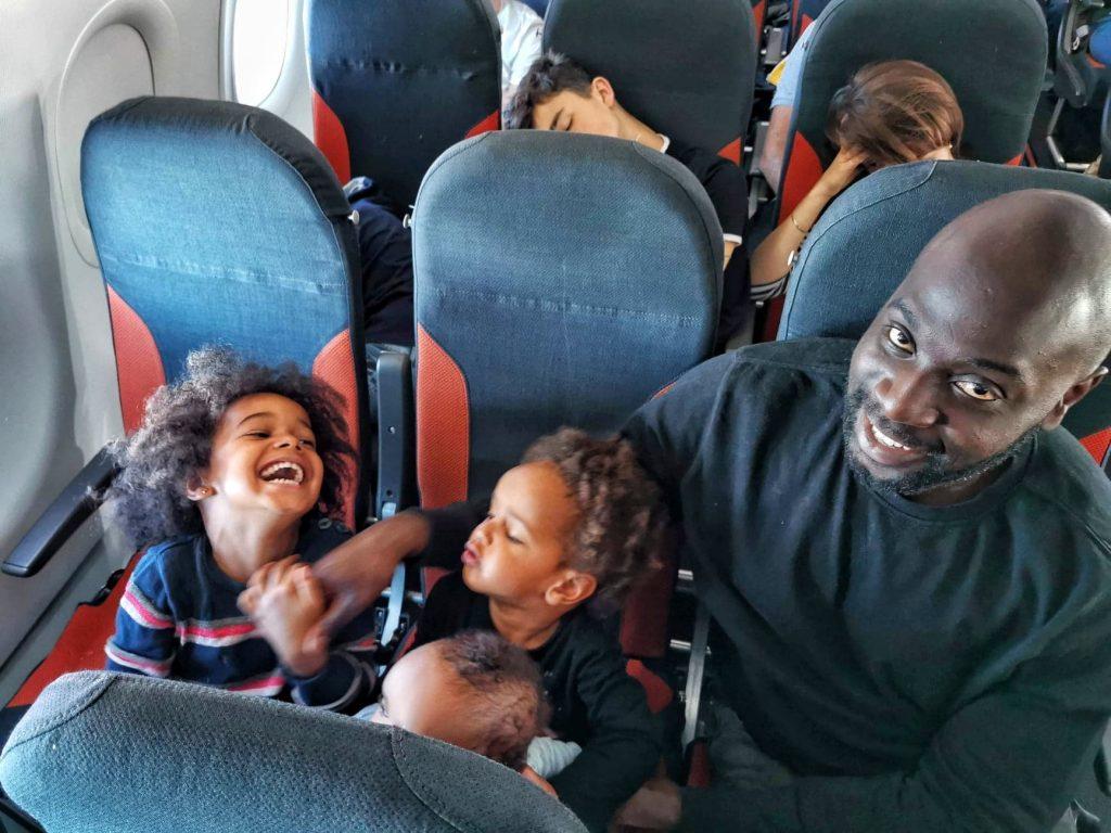 avion-avec-des-enfants