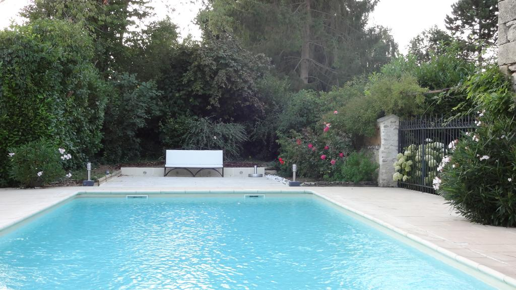 chambre-hotes-piscine-exterieur-moins-1h-100-km-Paris