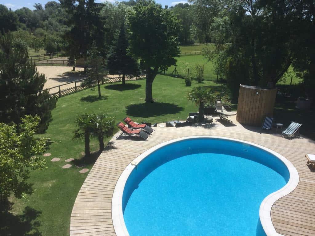 maison-d-hotes-piscine-moins-100km-paris
