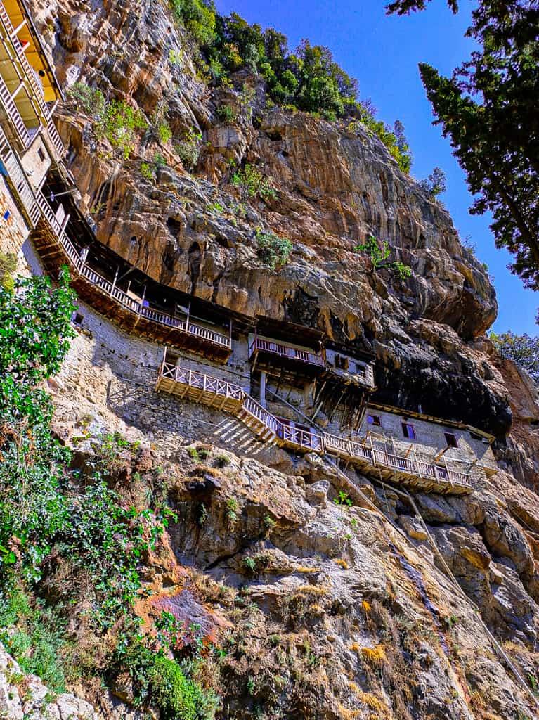 monastere-peloponnese-rooad-trip-1